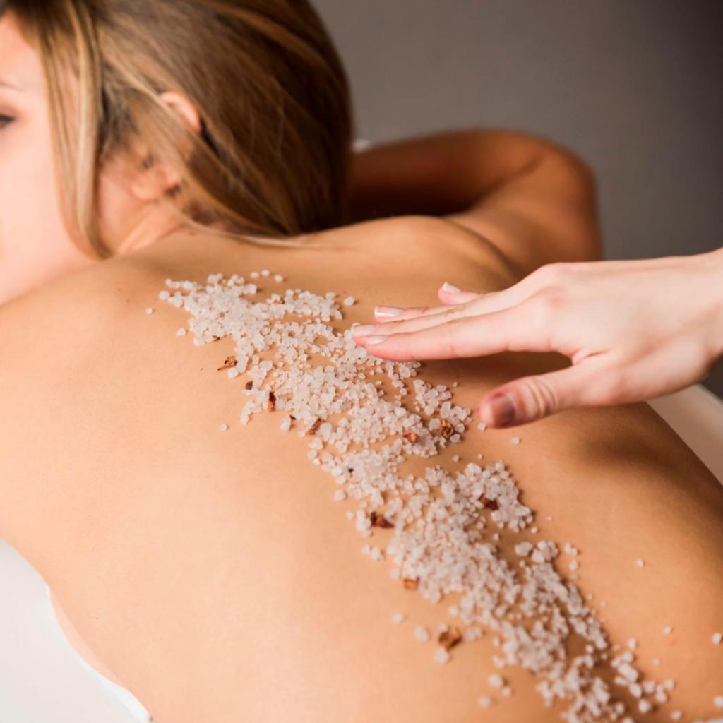Estética corporal. Mujer realizando tratamiento. Centro de estética y belleza en Terrassa