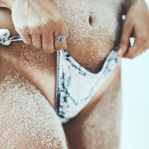 Bronceado. Mujer en bikini. Centro de estética y belleza en Terrassa